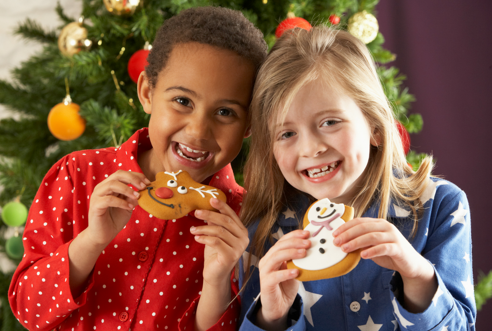 Children eating cookies